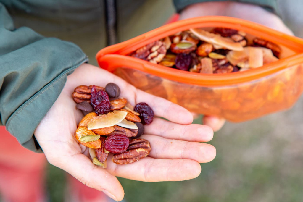 Maple-Glazed-Homemade-Trail-Mix-H